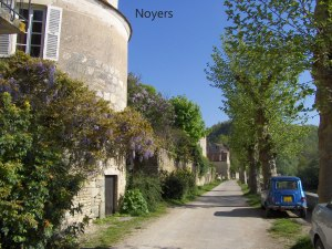 Noyers-river-view