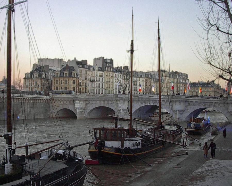 Dawn-at-the-Pont-Neuf