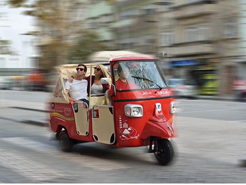tuktuk-in-Lisbon