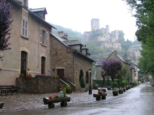 belcastel-street-in-the-rain