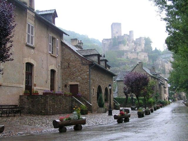 belcastel-street-in-the-rain