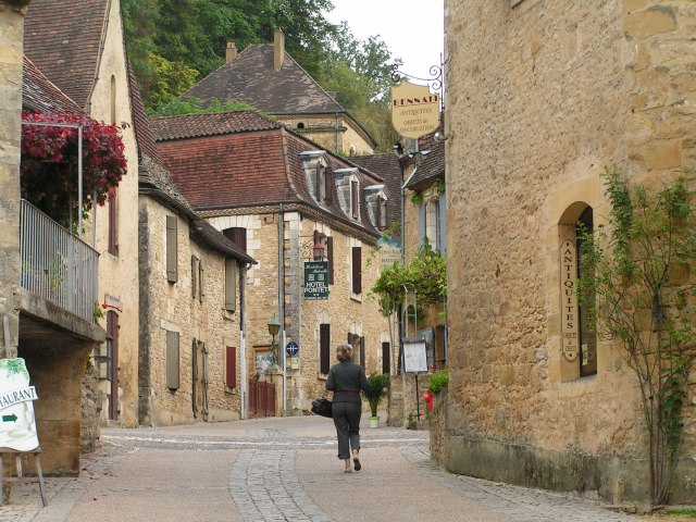 beynac-street-scene
