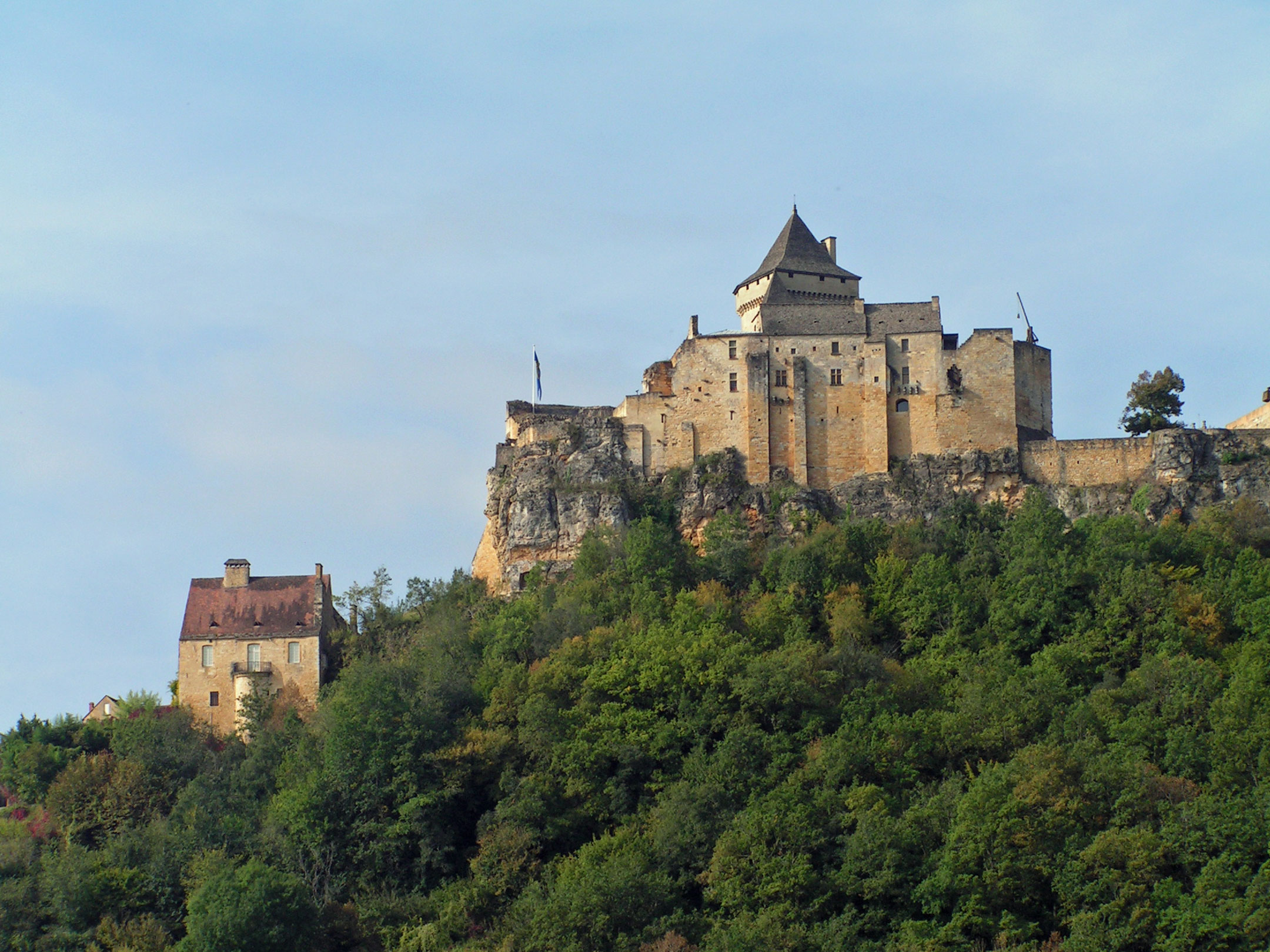 The most beautiful villages of france historic twins for Chateau la roque