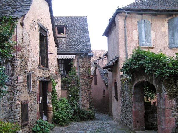 Old-street-in-Conques