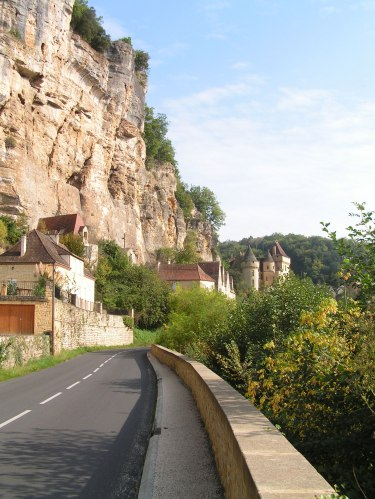 road-into-roque-gageac