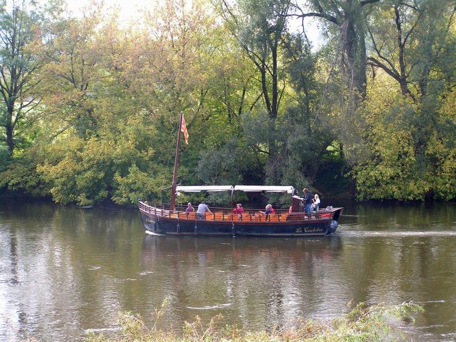 tourists-enjoying-the-dordogne-river